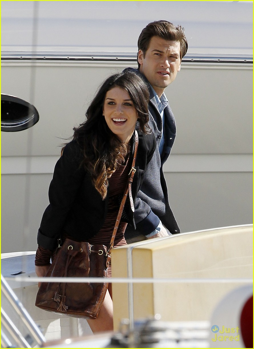 shenae grimes docks 13
