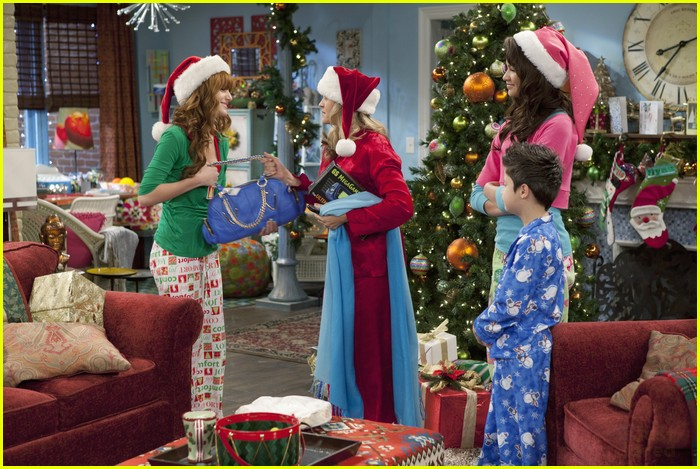 Bella Thorne & Zendaya 'Shake Up' The Holidays | Photo 451699 ...