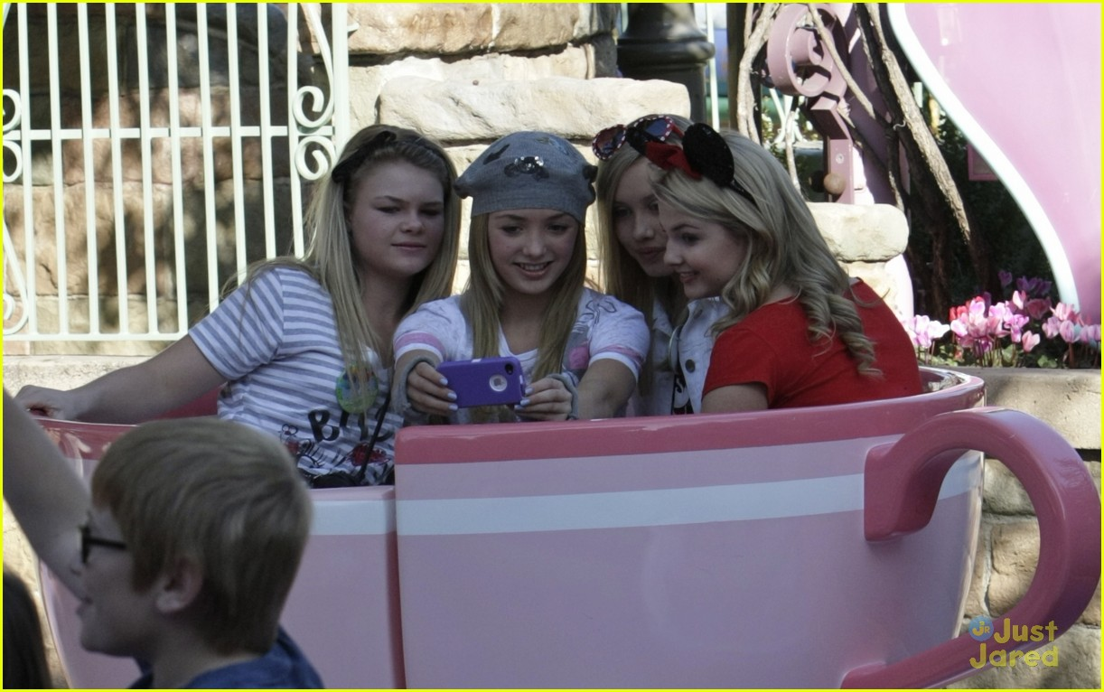 stefanie scott disneyland bday 08