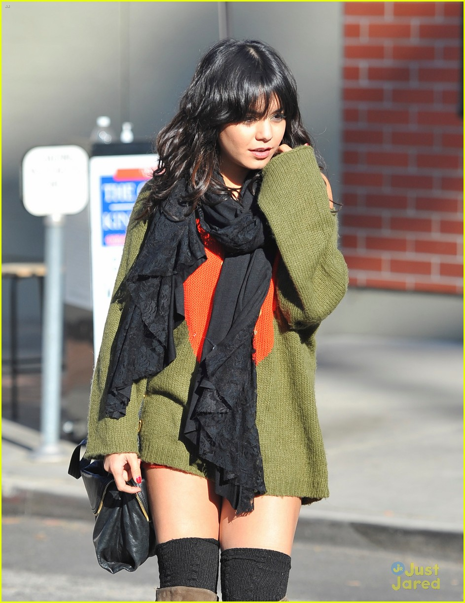 vanessa hudgens austin butler christmas eve 14