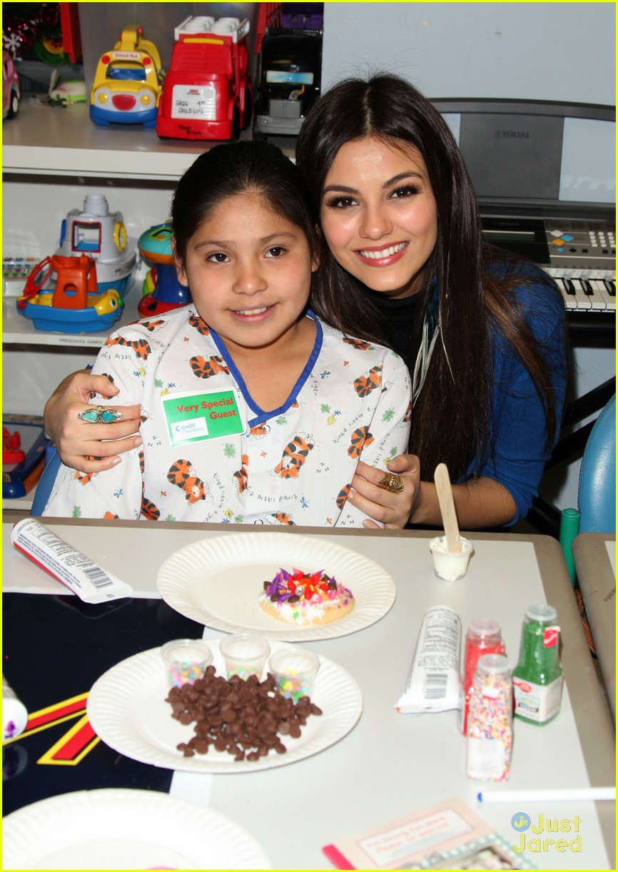 victoria justice choc visit 03