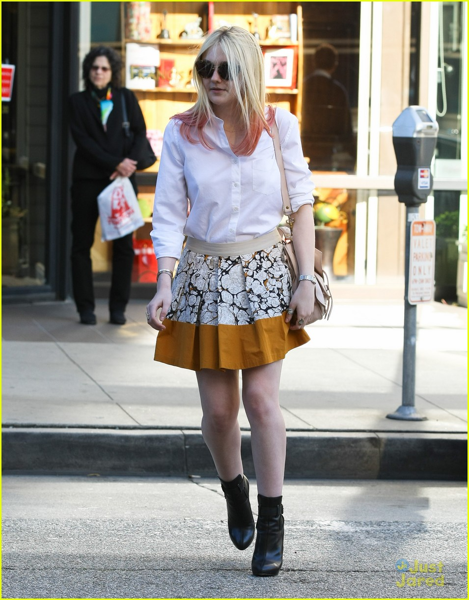 dakota fanning mr chow 05