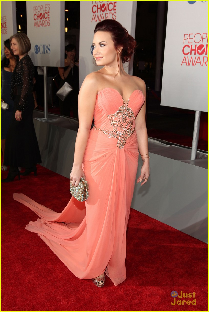 Demi Lovato 2012 Pcas 05 on oscar red carpet live feed