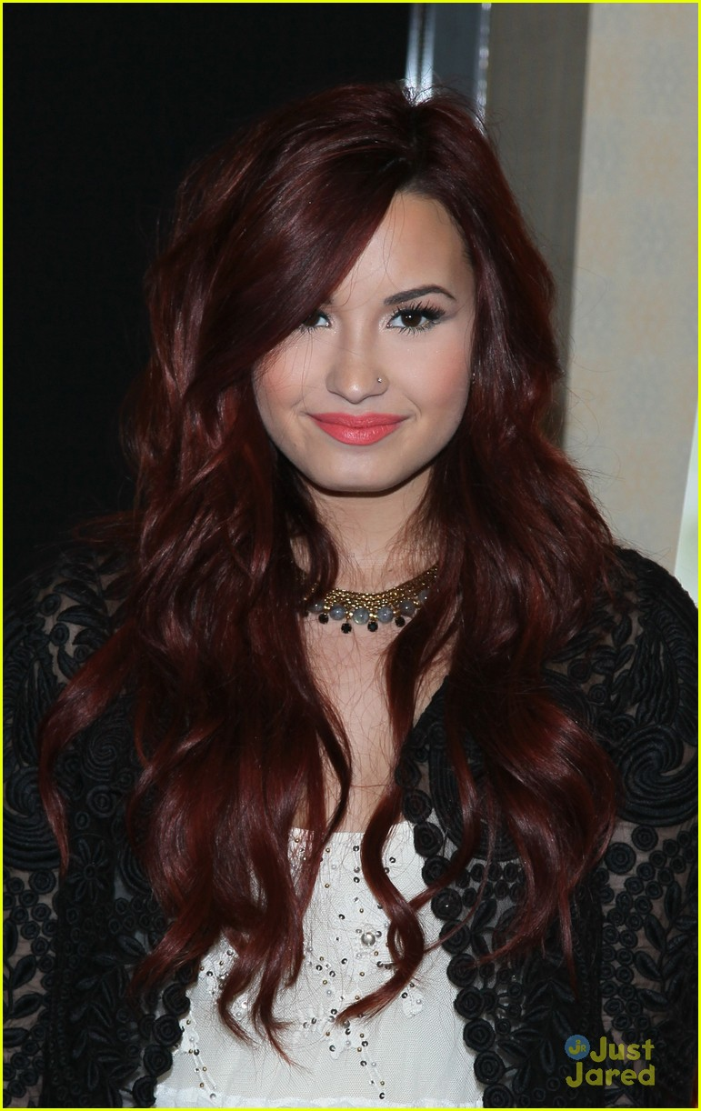 demi lovato 17 signing 14