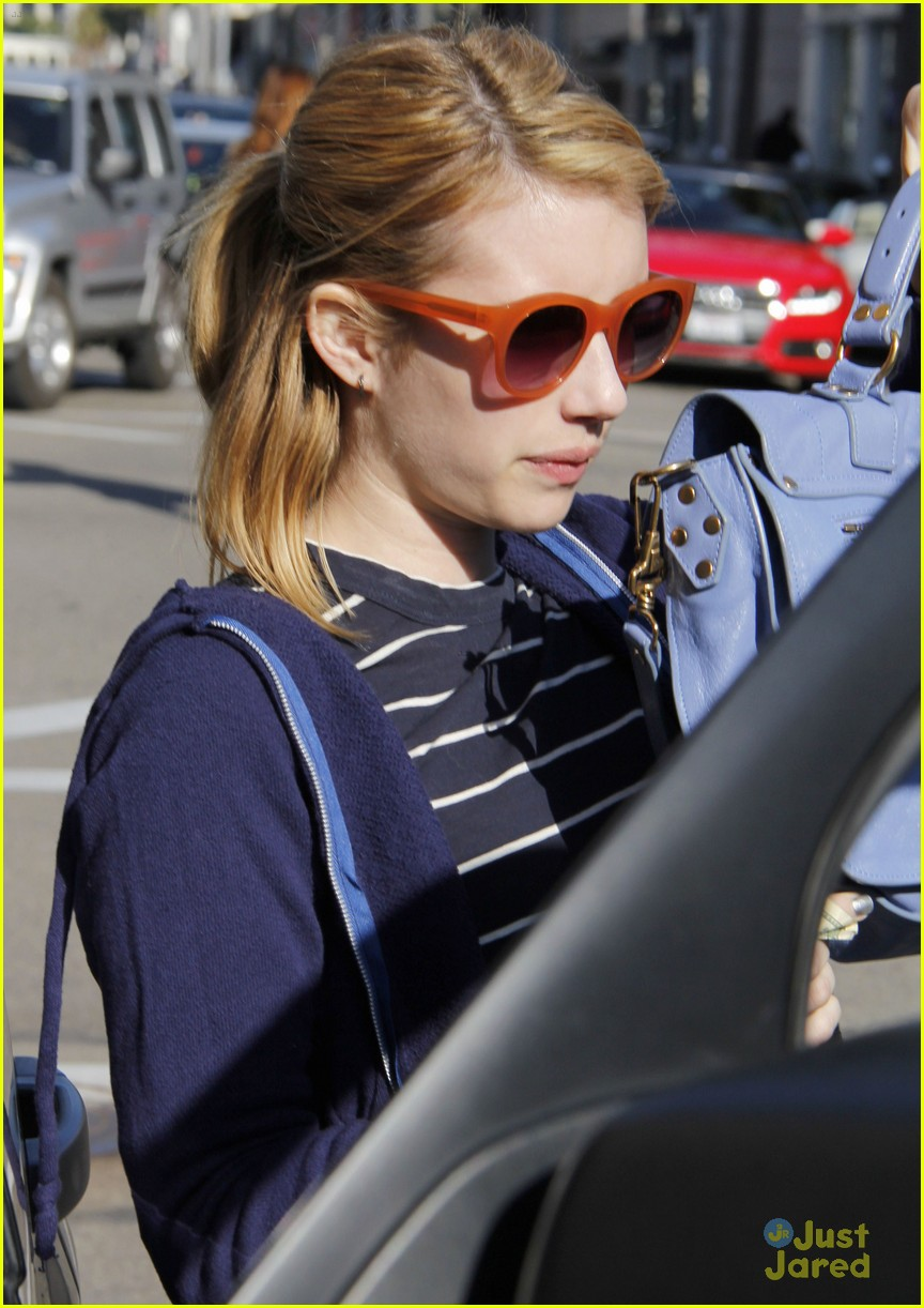emma roberts blue bag 03