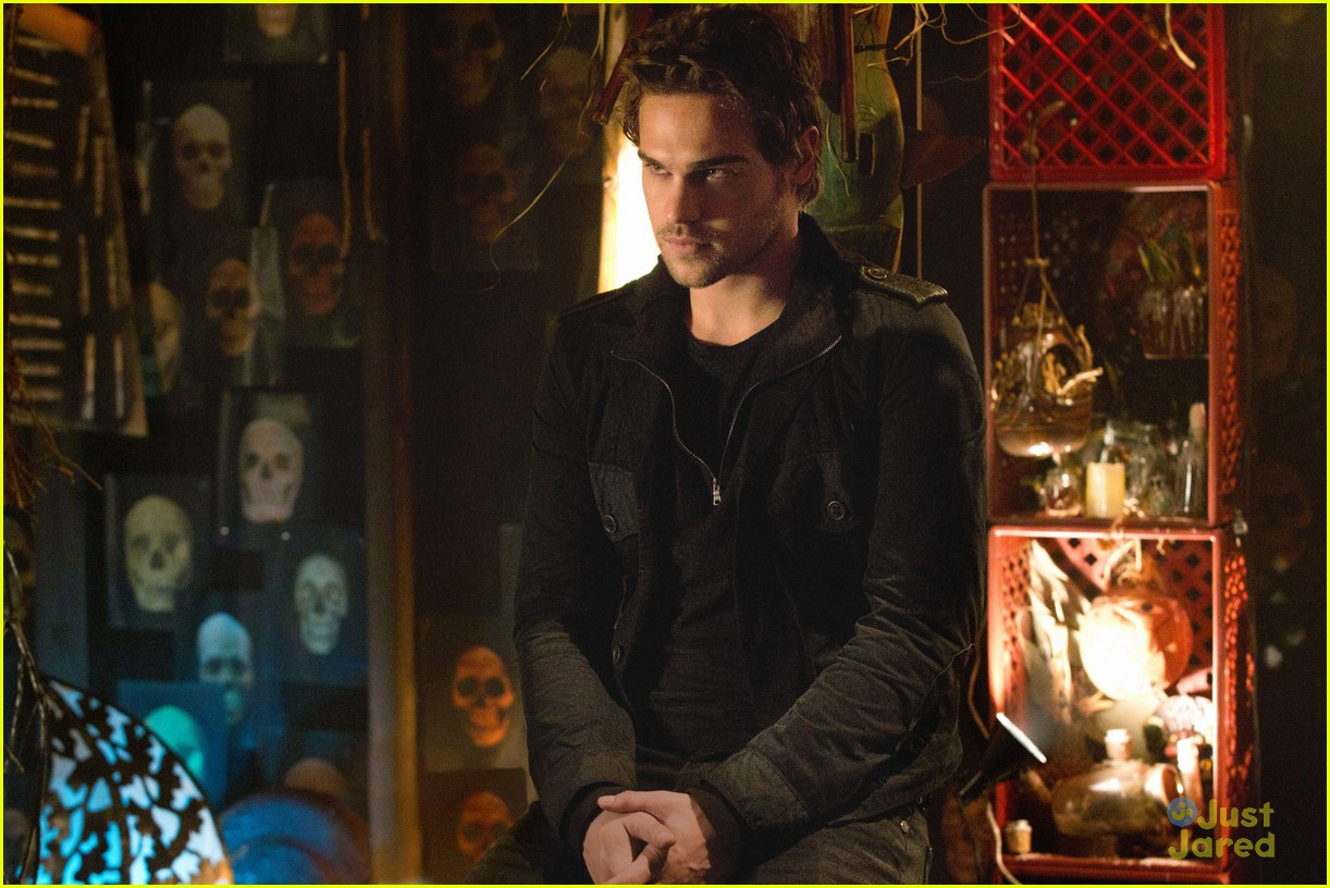 grey damon secret circle 10