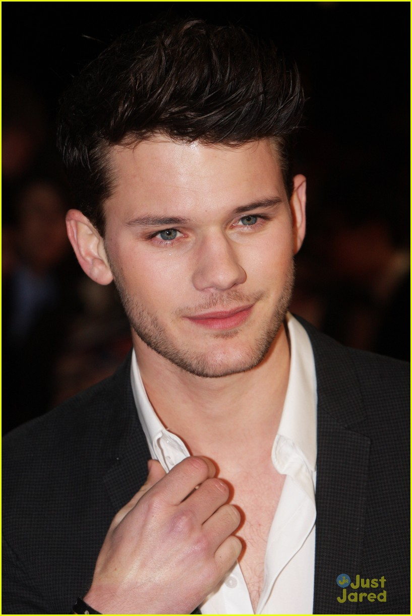 jeremy irvine uk critics choice 07