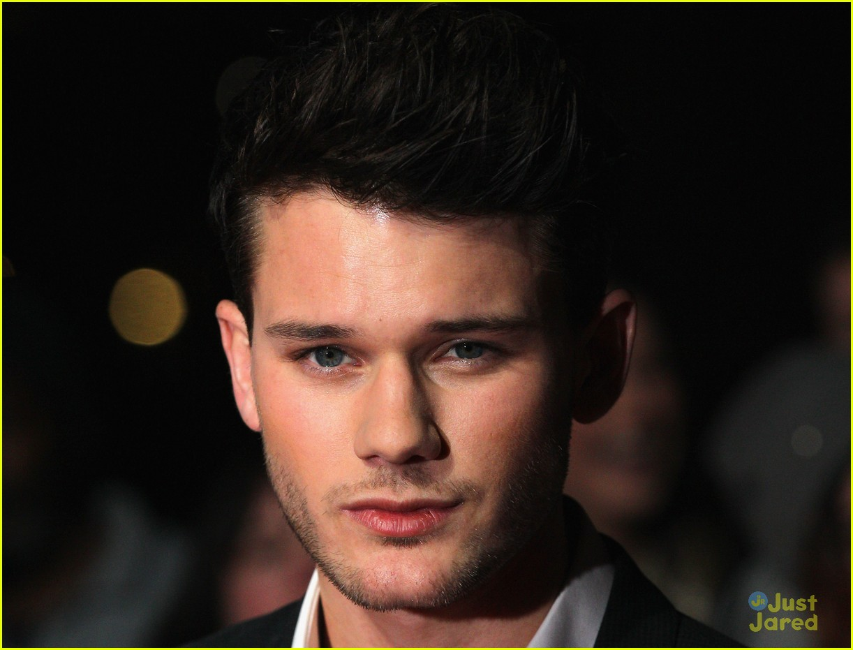jeremy irvine uk critics choice 10
