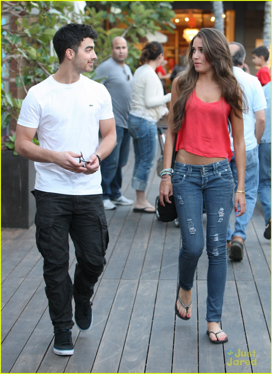 joe jonas lunch date 03