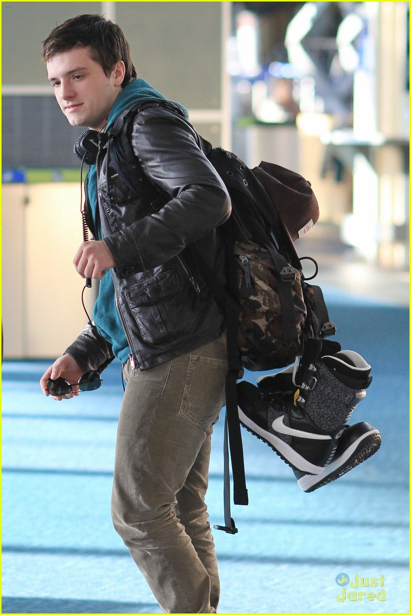 josh hutcherson zoey deutch vancouver 15