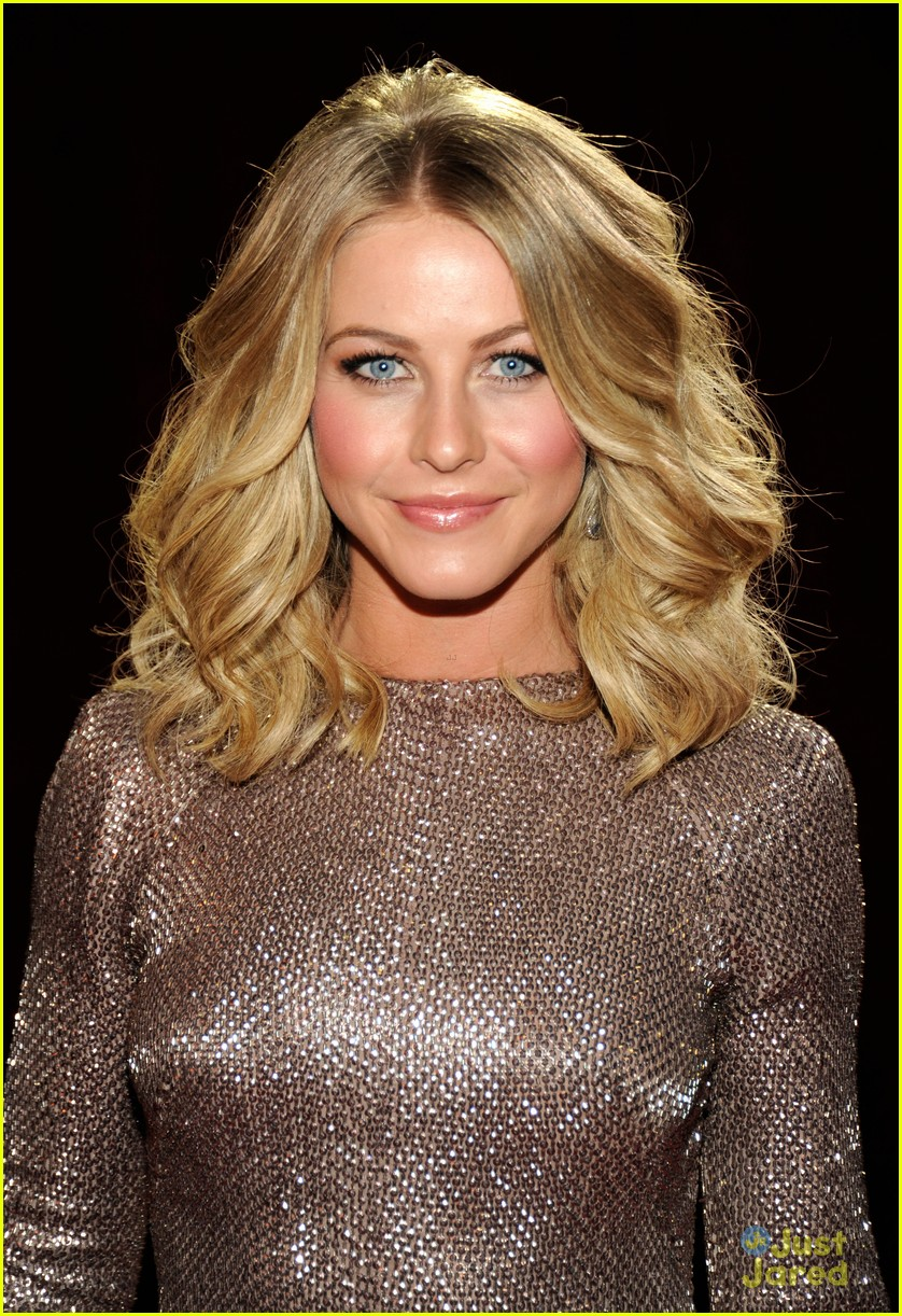 julianne hough 2012 pcas 02