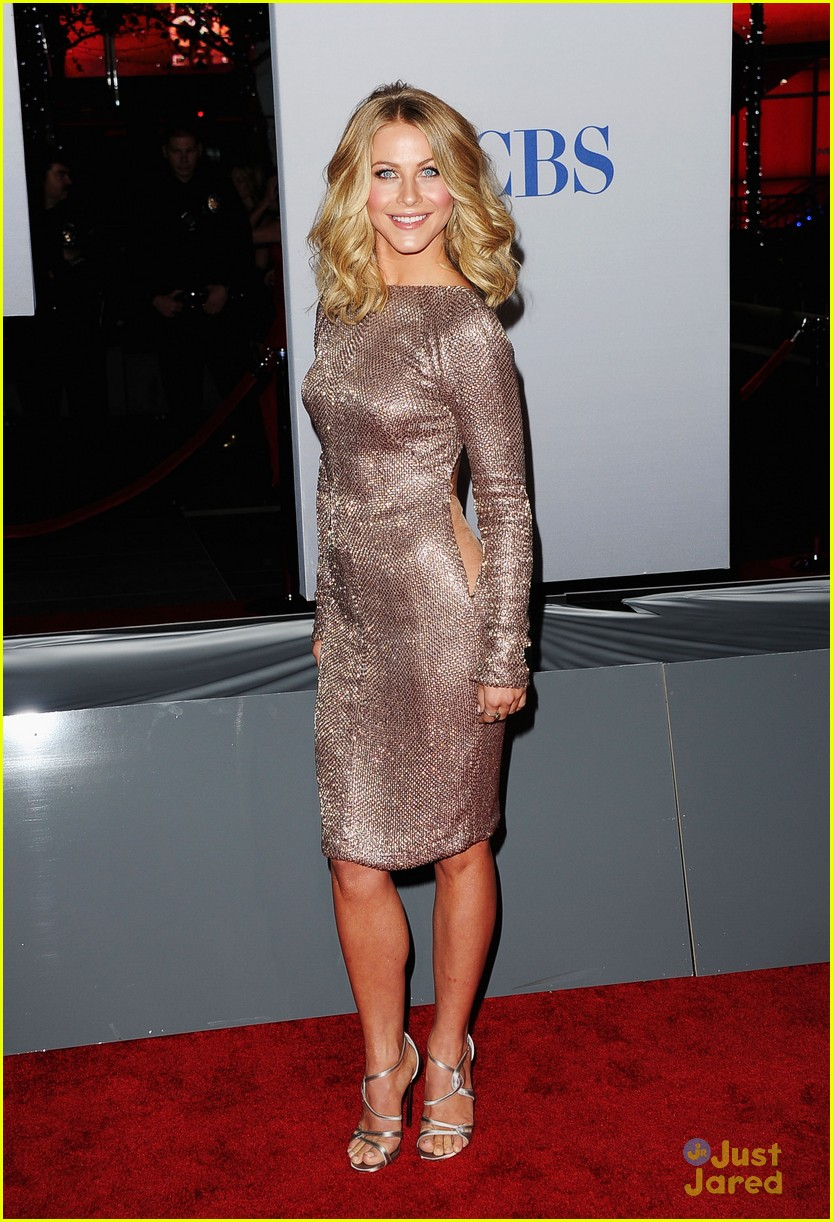 julianne hough 2012 pcas 11