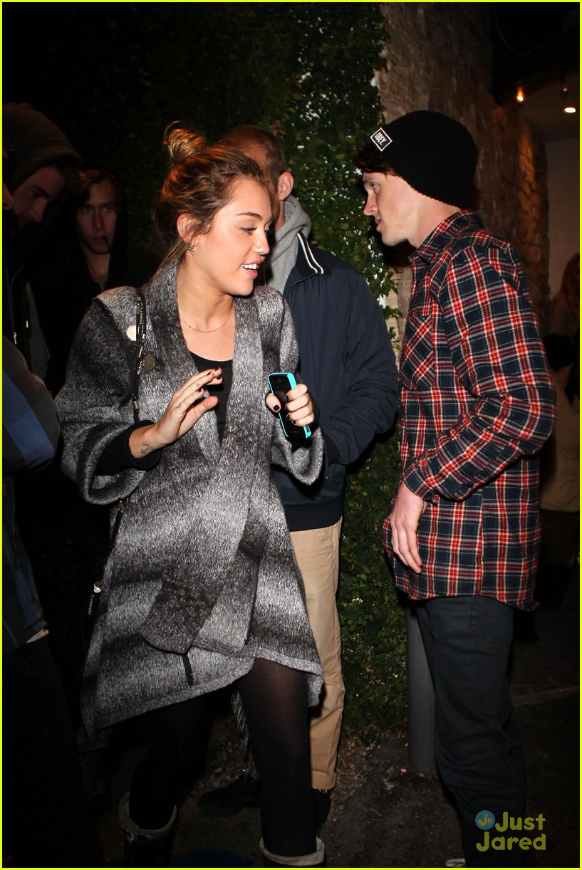 miley cyrus liam hemsworth casa vega 12