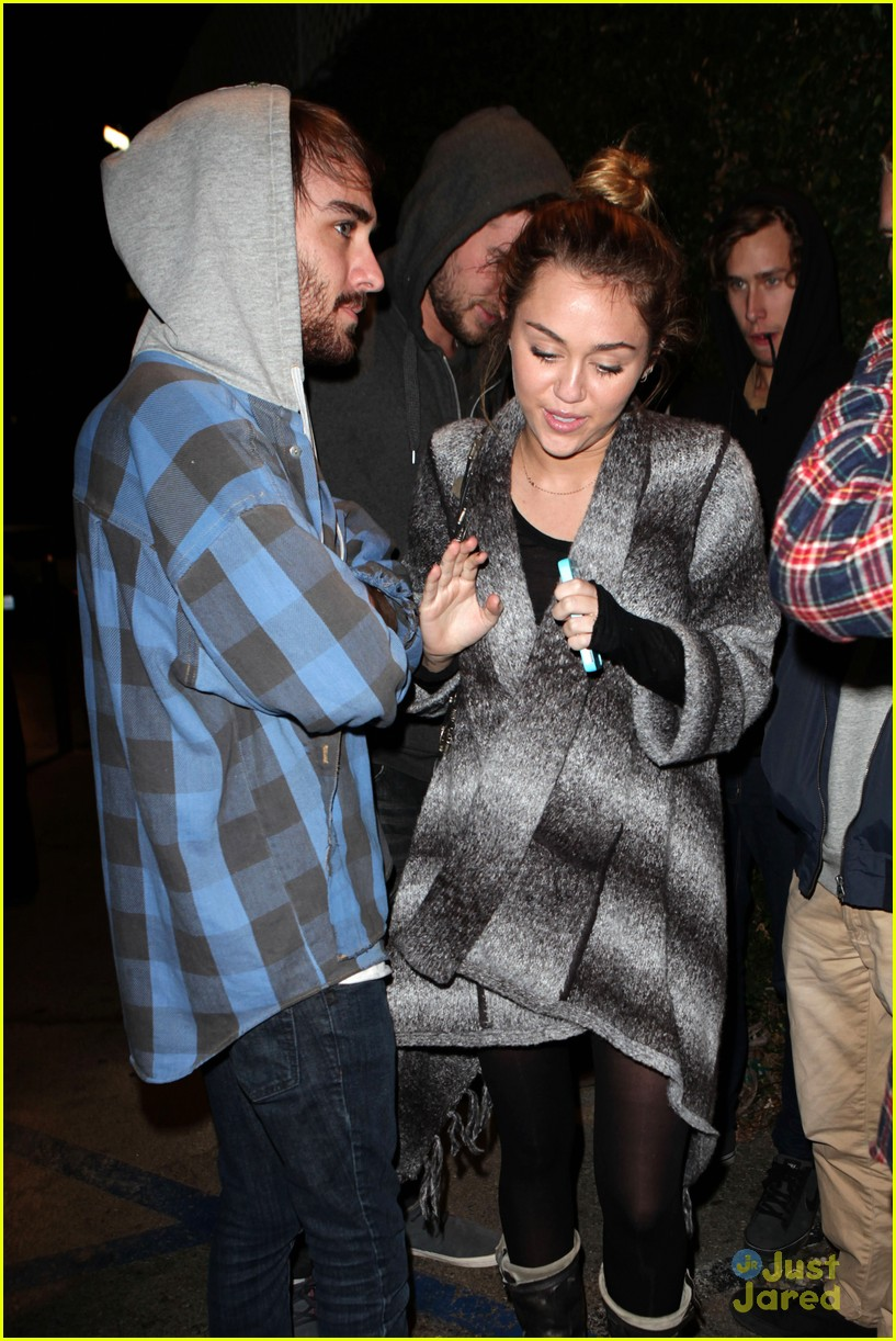 miley cyrus liam hemsworth casa vega 13