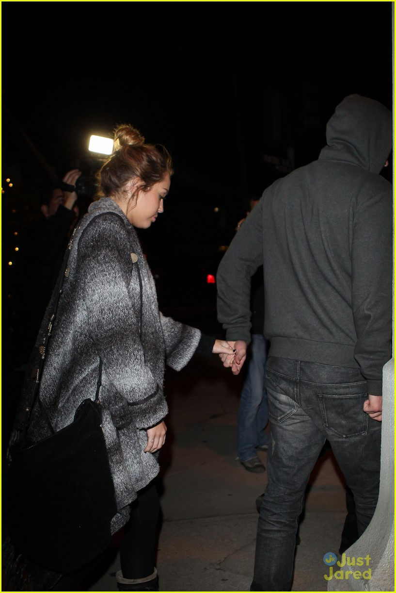 miley cyrus liam hemsworth casa vega 15