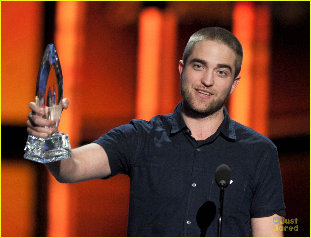 robert pattinson betty white pcas 02