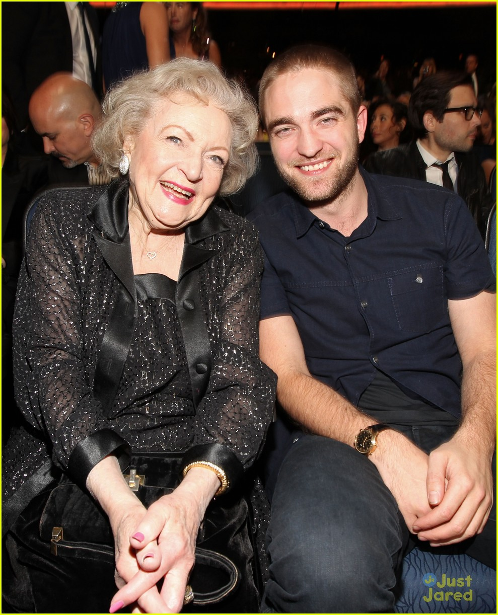 robert pattinson betty white pcas 03