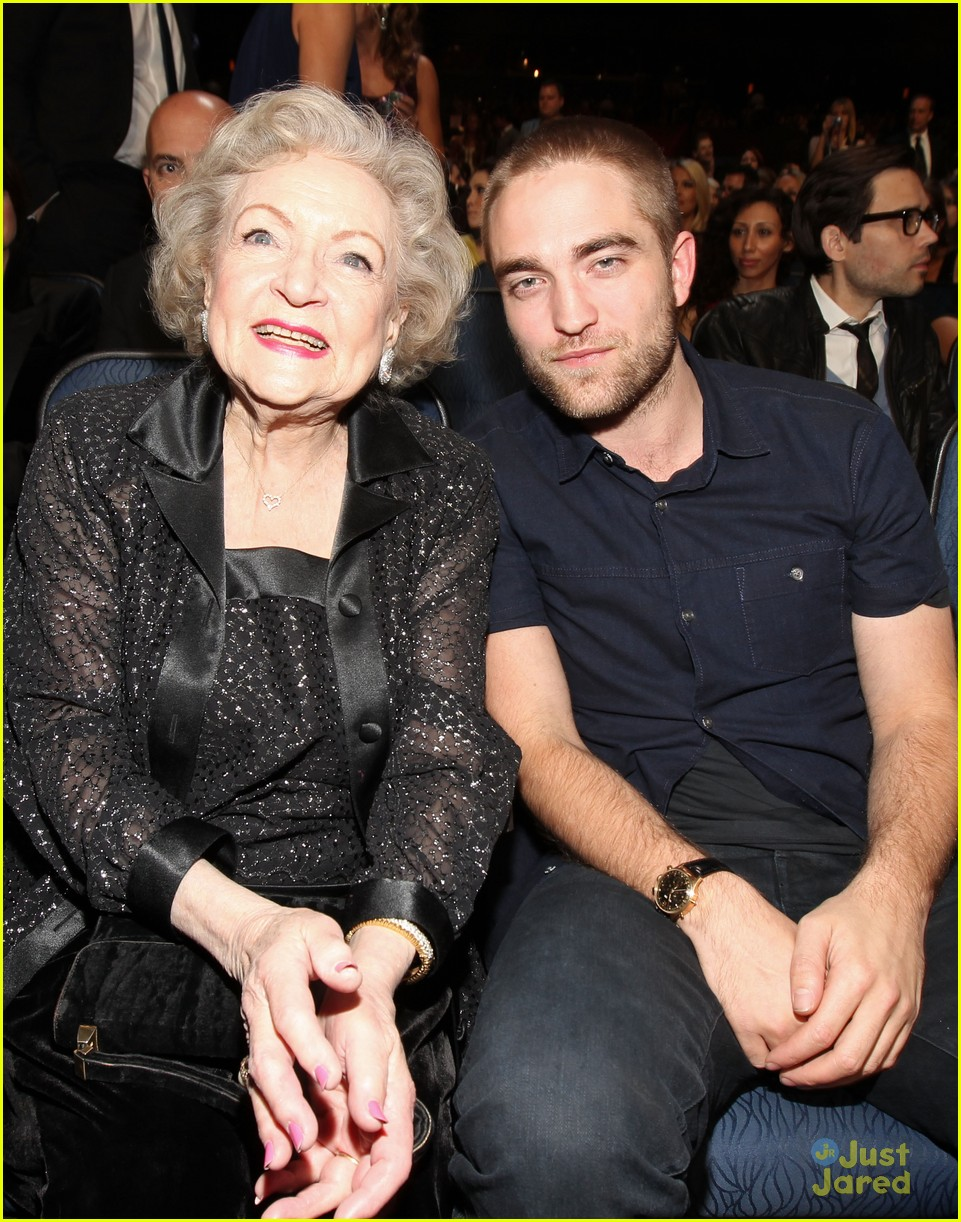 robert pattinson betty white pcas 08