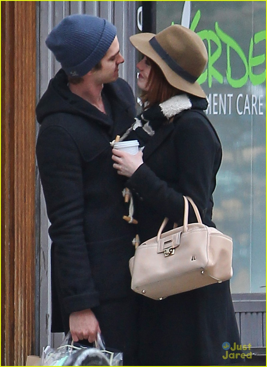 emma stone andrew garfield kiss nyc 03