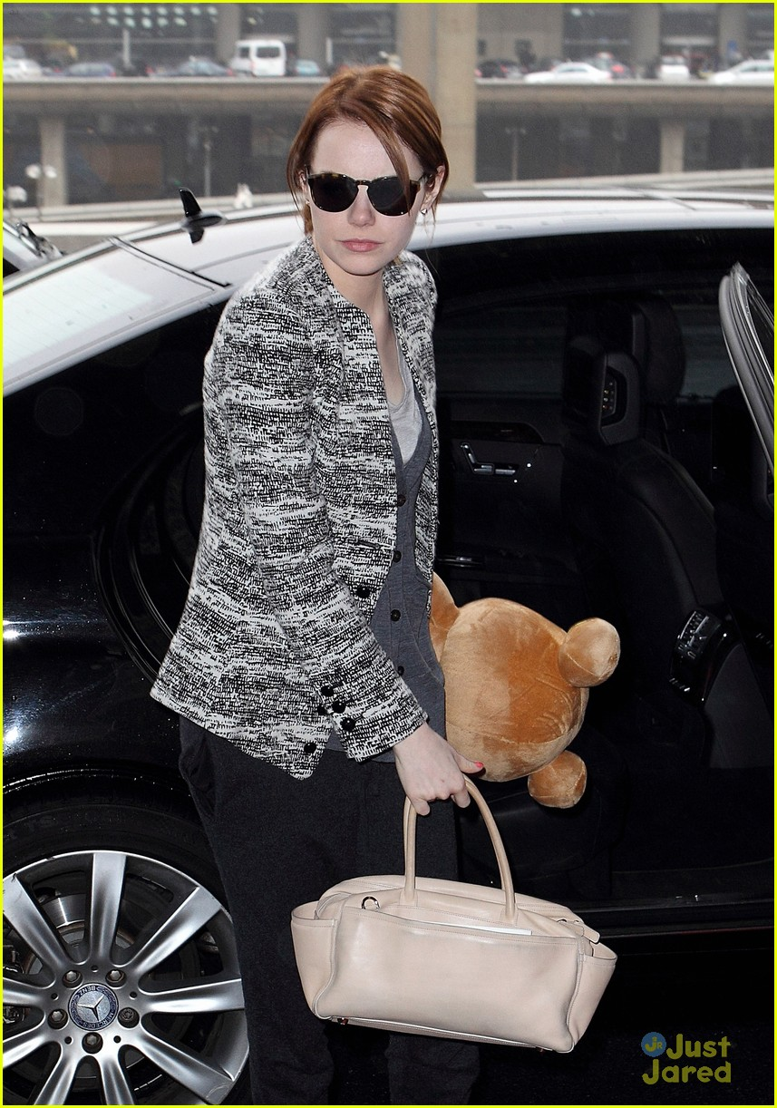 emma stone paris jfk teddy 01