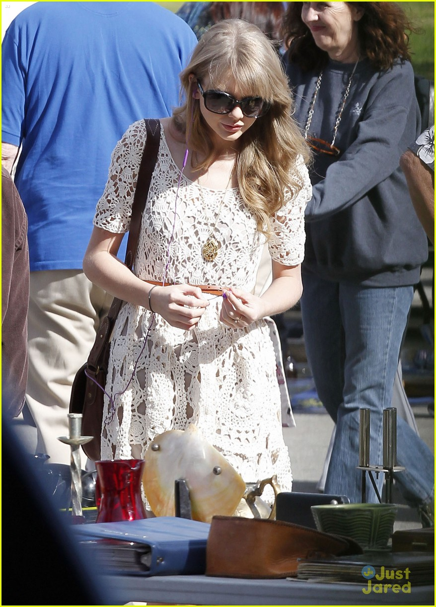 taylor swift flea market 08