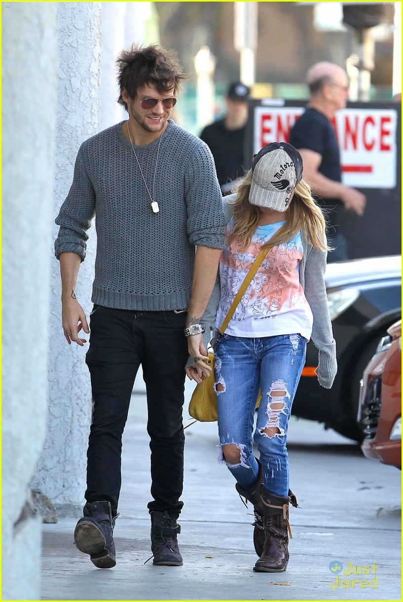 ashley_tisdale_11_wenn3674915