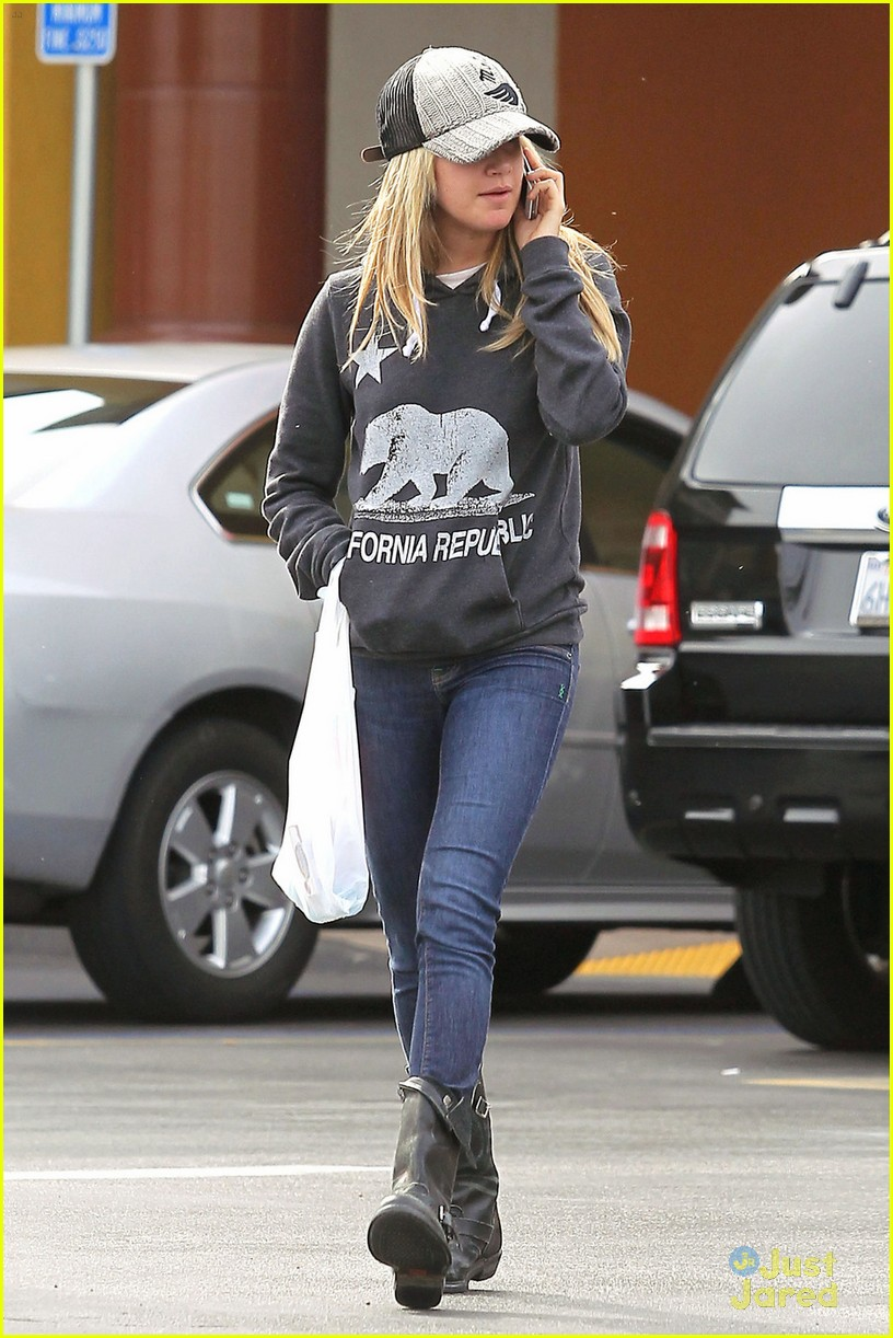 ashley tisdale rite aid run 03