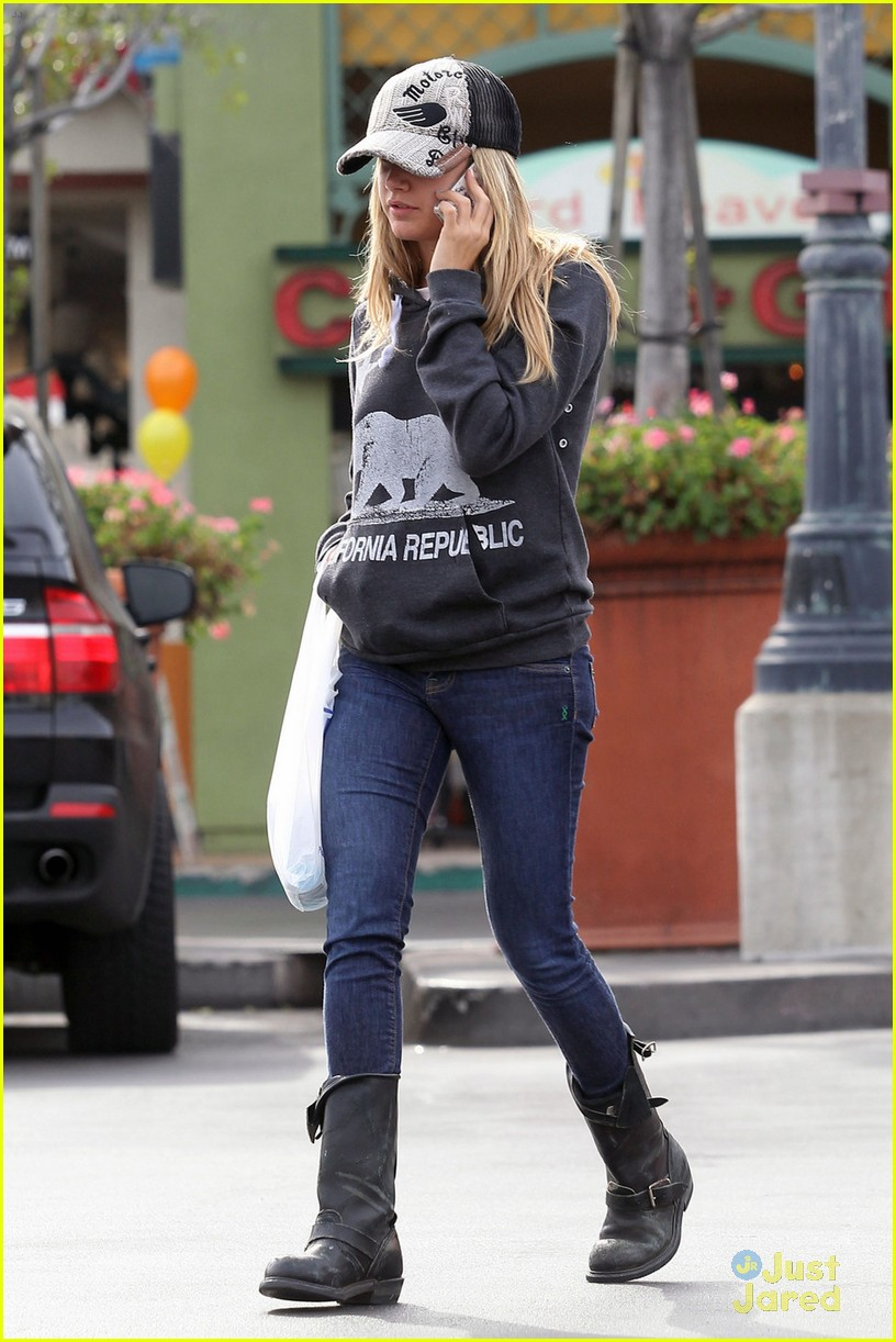 ashley tisdale rite aid run 05