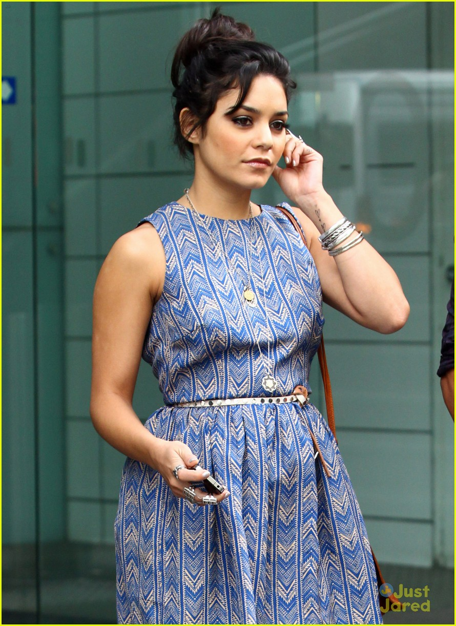 vanessa hudgens josh hutcherson today 15