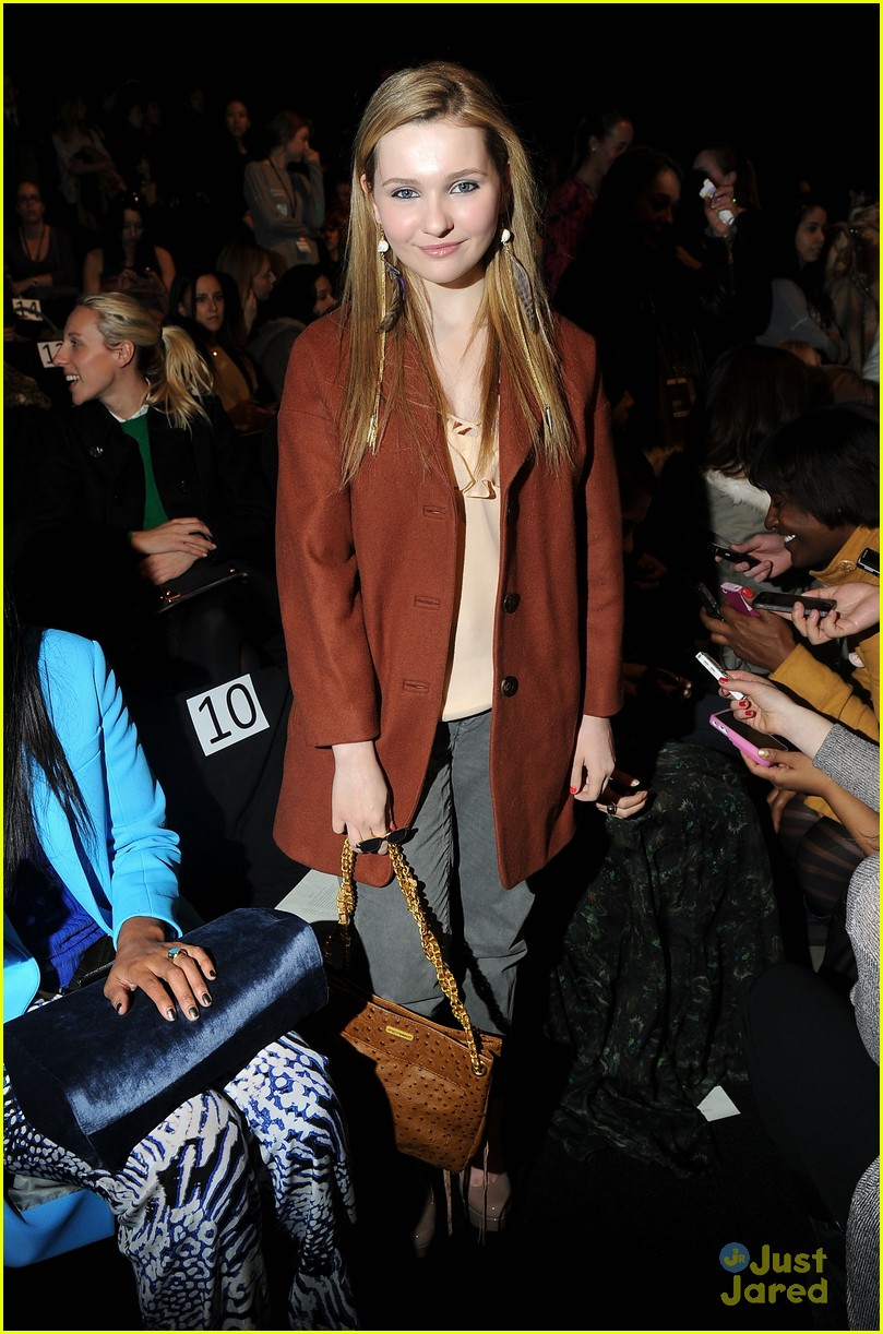 abigail breslin minkoff show 05