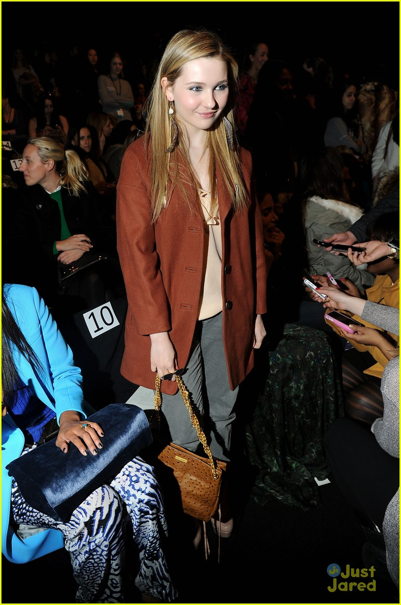 abigail breslin minkoff show 06