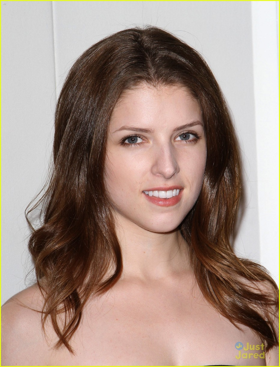 anna kendrick qvc buzz party 07