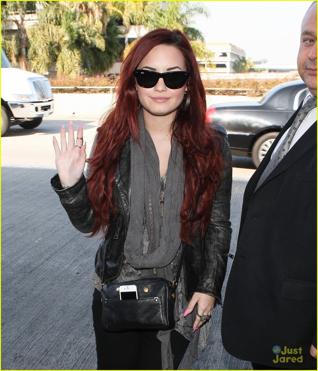demi lovato off chile 01