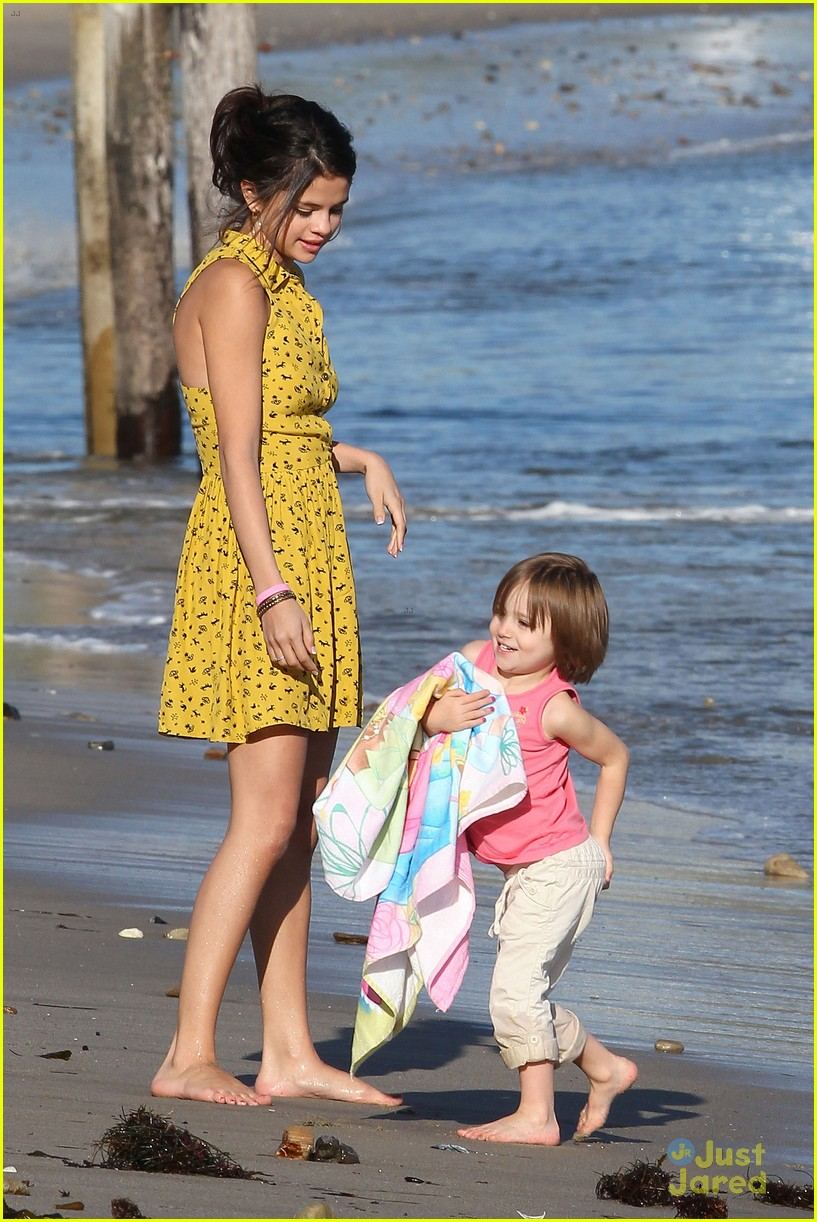 selena gomez justin bieber siblings beach 14