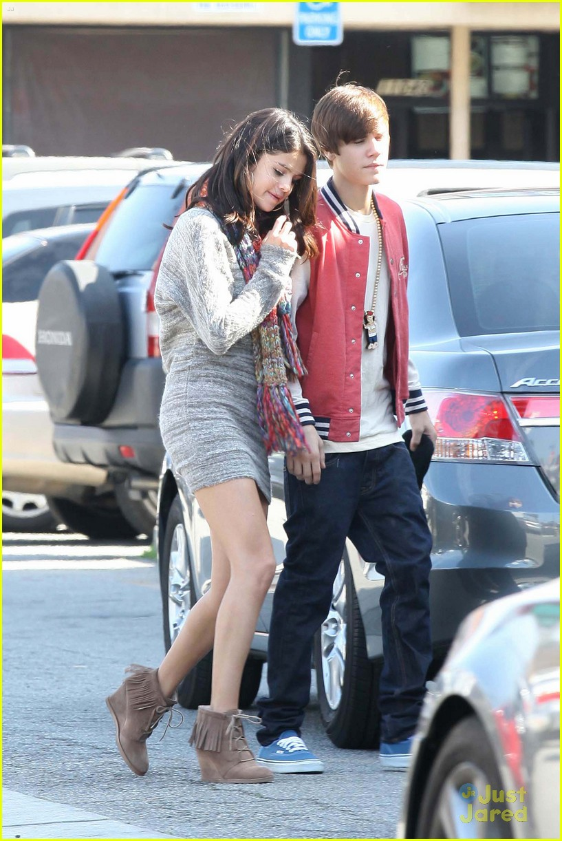 selena justin movies sushi 02