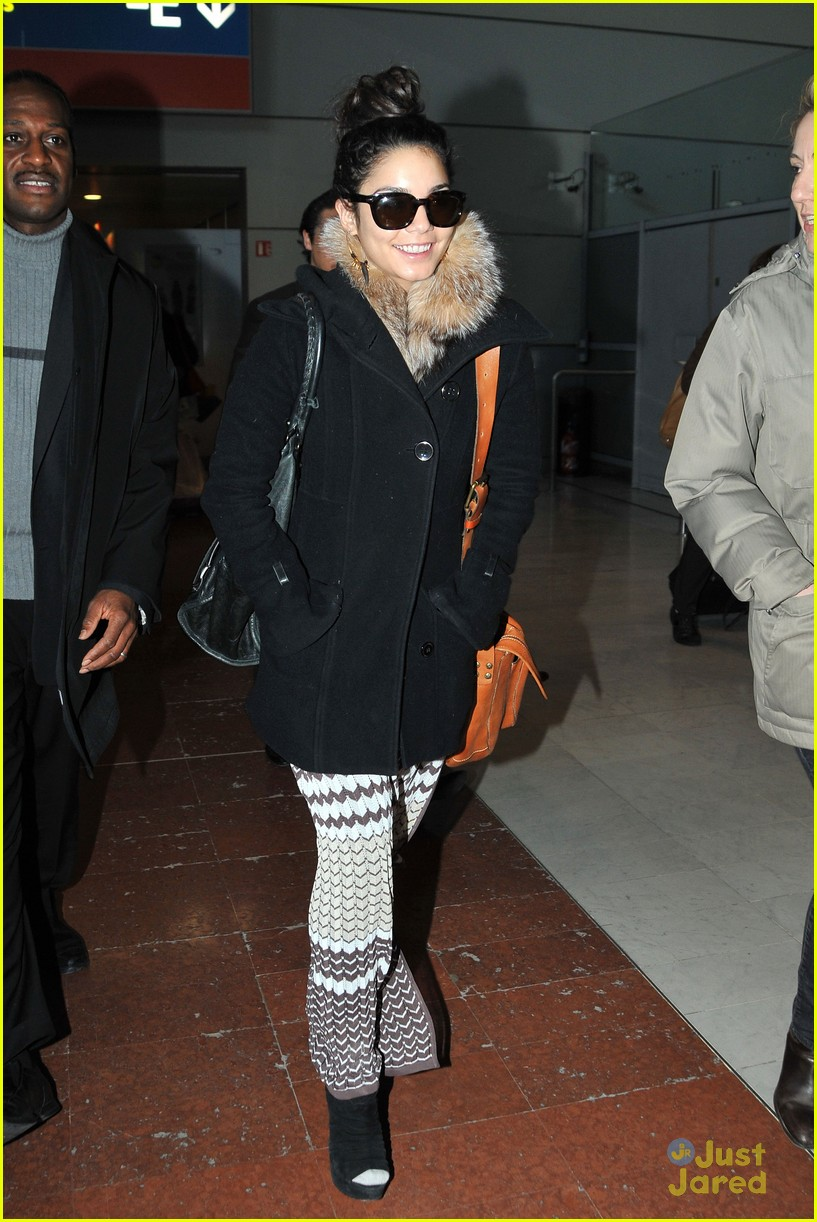 vanessa hudgens paris airport 05
