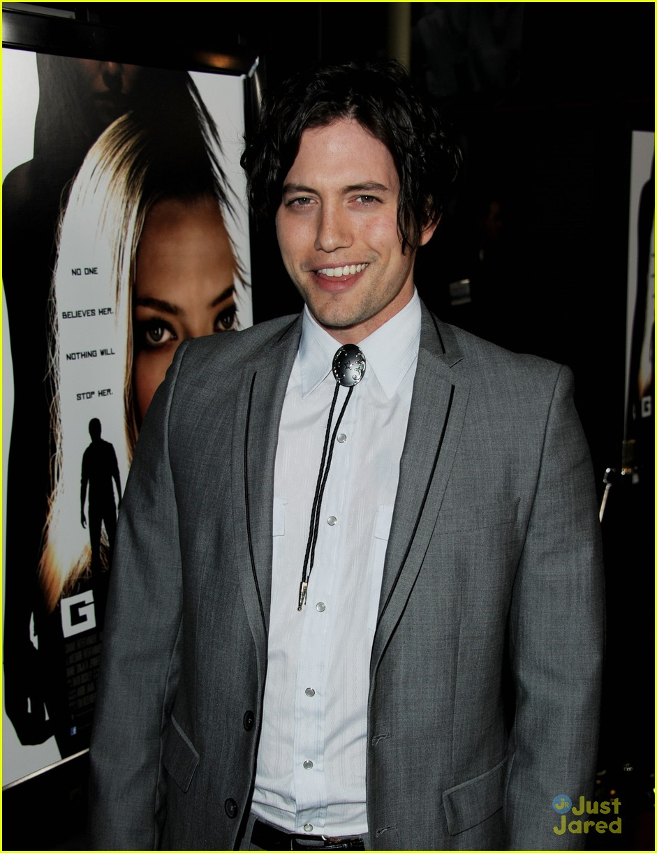 jackson rathbone gone premiere 04