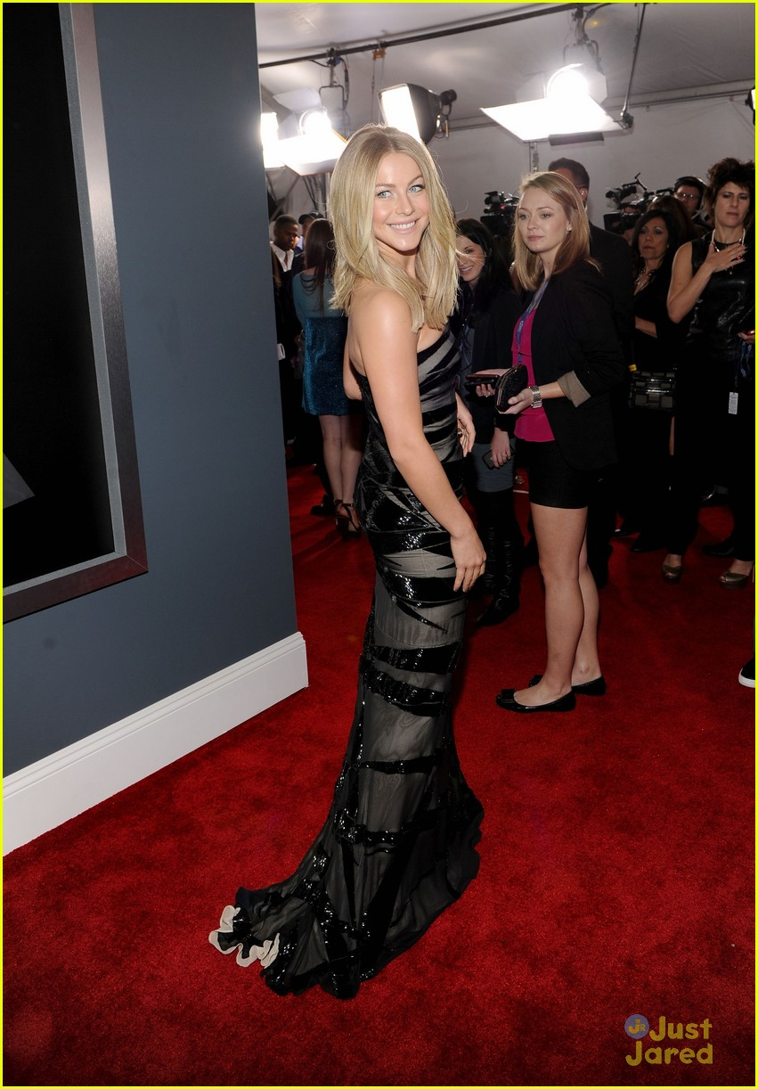 julianne hough 2012 grammys 13