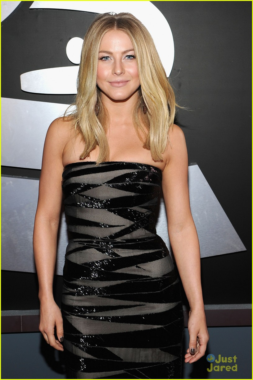 julianne hough 2012 grammys 14