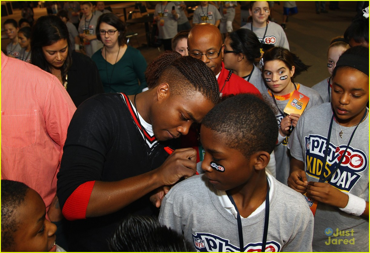leon thomas kids day superbowl 13