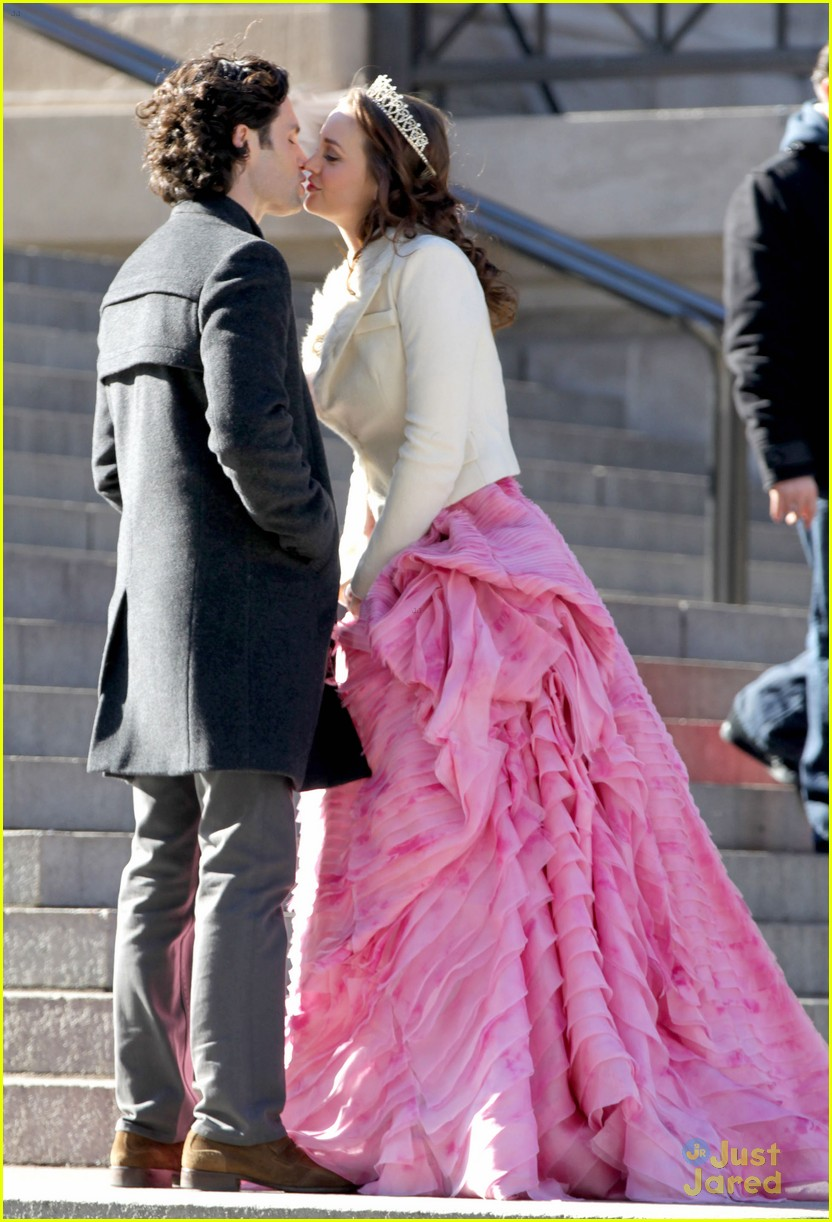 leighton meester penn badgley kiss 01