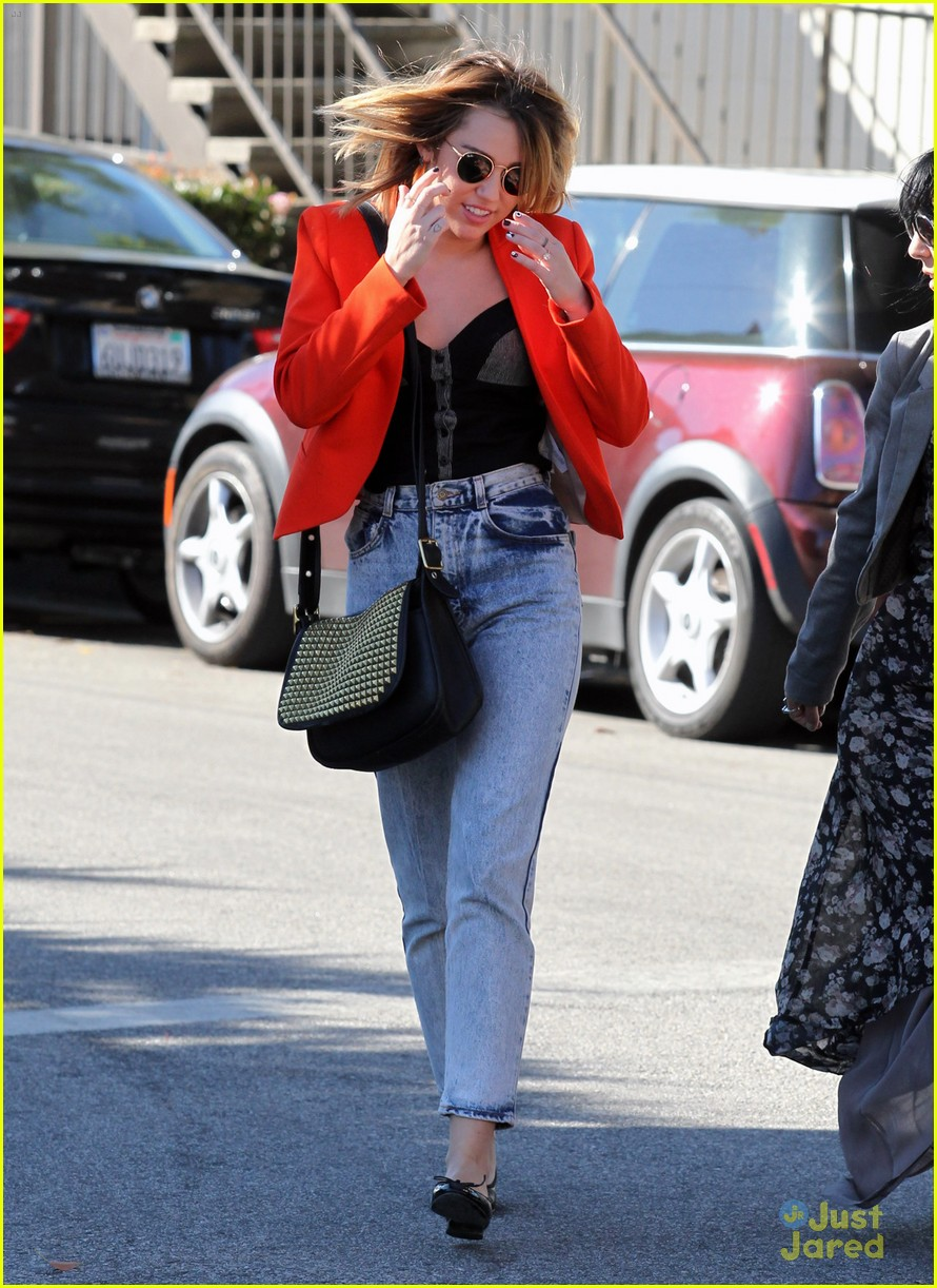 miley cyrus red jacket 02