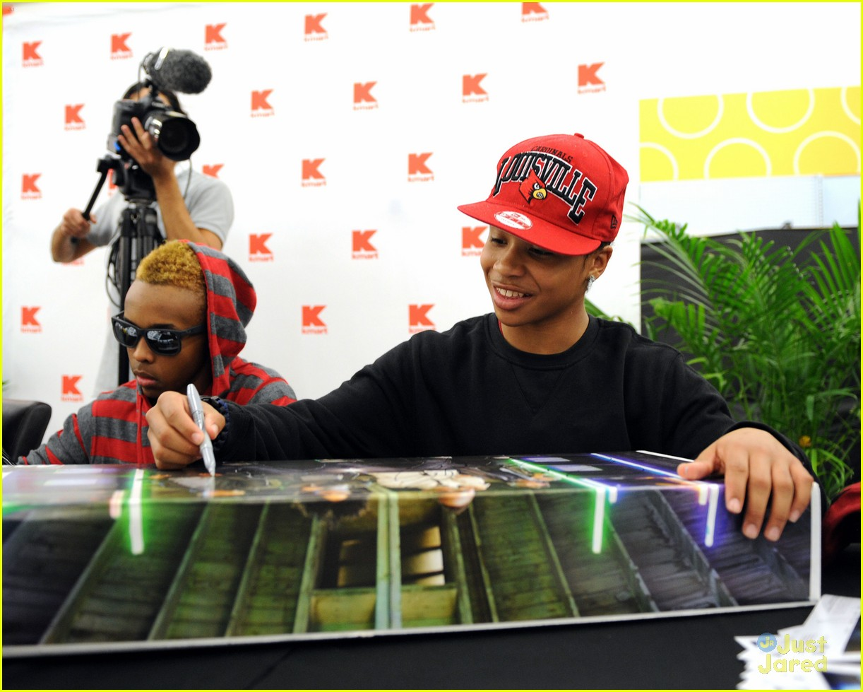 mindless behavior kmart signing 01