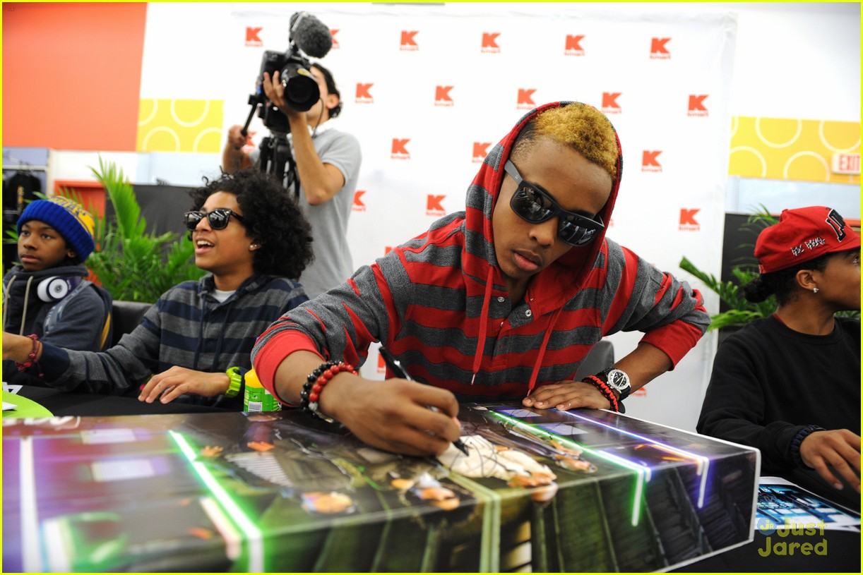 mindless behavior kmart signing 13