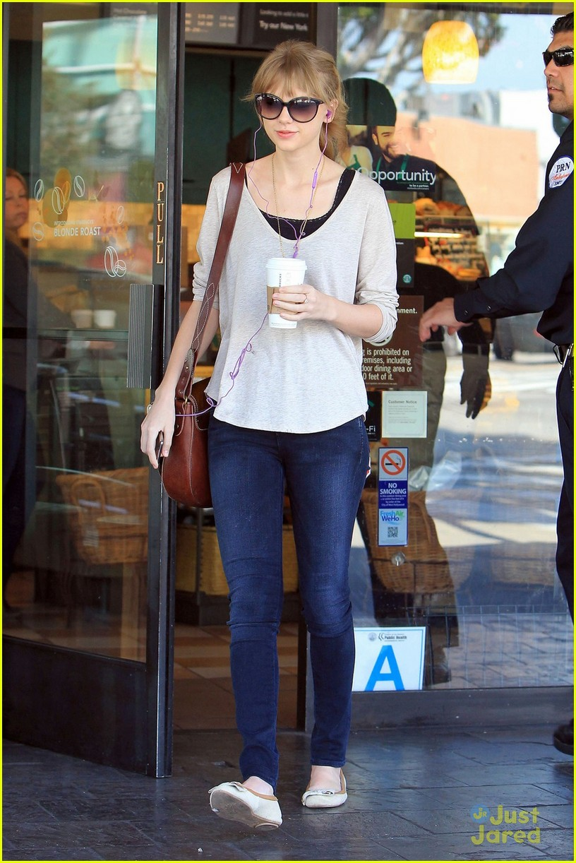 taylor swift starbucks surprise 07