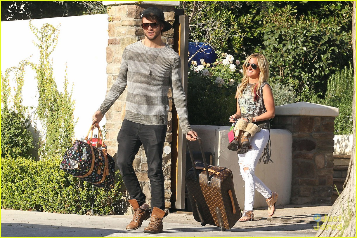 ashley tisdale martin johnson getaway 01