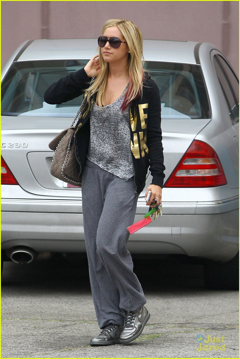 ashley tisdale vanessa hudgens dance studio 06