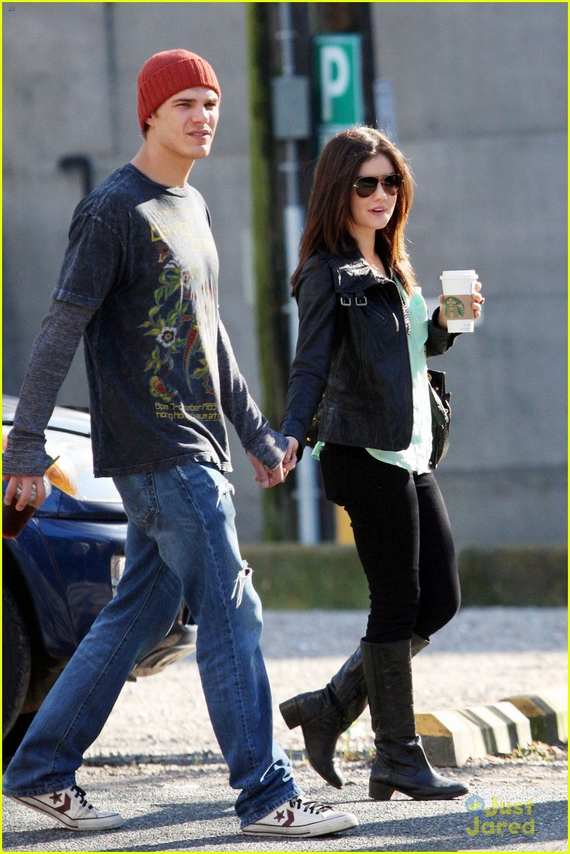 lucy hale holding hands with chris zylka 10
