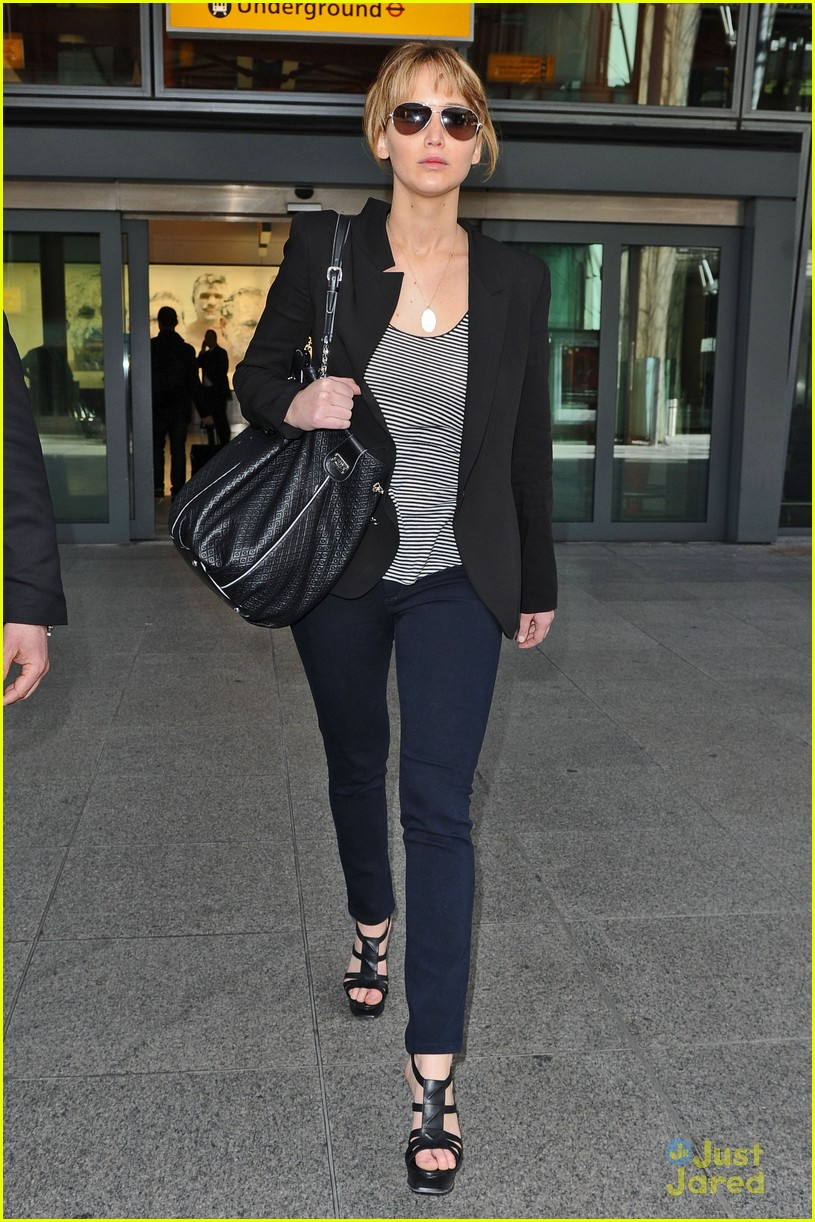 jennifer lawrence heathrow arrival 03