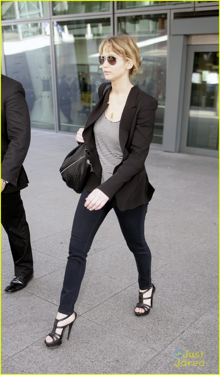 jennifer lawrence heathrow arrival 04